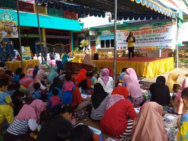Lomba Mewarnai Ibu dan Anak TK ABA 31 Surabaya