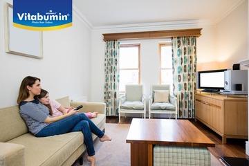 Perlukah Bunda Mendampingi Si Kecil Saat Menonton TV?
